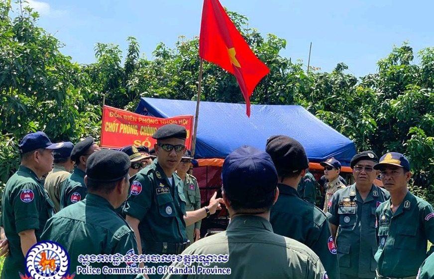 កាលពីថ្ងៃទី២៦ ខែមេសា ឆ្នាំ២០២០ មន្ត្រីស្នងការនគរបាលខេត្តកណ្ដាល បានចុះពិនិត្យតាមបណ្ដោយព្រំដែនស្ថិតនៅស្រុកកោះធំ ខេត្តកណ្ដាល ដោយឃើញតង់ចំនួន ៩កន្លែងដែលទាហានវៀតណាមសាងសង់នៅតំបន់ភាគីកម្ពុជា-វៀតណាមមិនទាន់ឯកភាពគ្នា។ (ស្នងការដ្ឋាននគរបាលខេត្តកណ្តាល - Police Commissariat Of Kandal Province)